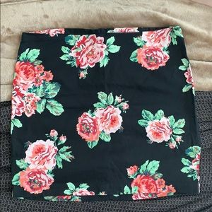 Patterned mini skirt!